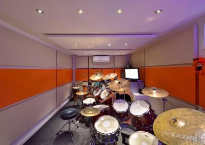 Aanvullende maatwerk drumcabine en verhuizing Drumschool Logblock