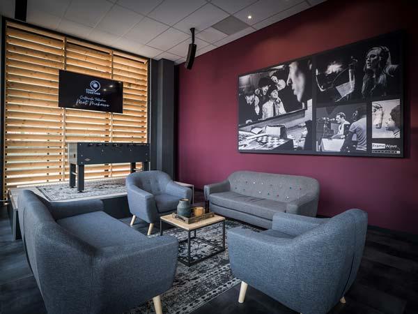Frame-Wave-Lounge